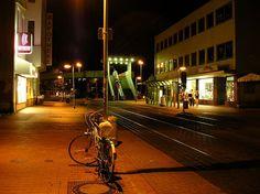 Limmerstrasse bei Nacht - Noch mit der Fußgängerbrücke am Küchengarten die inzwischen abgerissen wurde.
