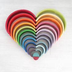 houten regenboog voorbeeld liefde Grimm's Toys, Kids Toys, Irises, Diy Montessori Toys, Creative Toys For Kids, Grimms Rainbow, Best Toddler Gifts, Arte Country, Wooden Rainbow