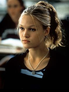 Julia Stiles ~ Beauty Looks From the Nineties - Hair and Makeup Trends You Forgot About - Cosmopolitan Makeup Trends, Beauty Trends, Hair Trends, Beauty Hacks, Hair Inspo, Hair Inspiration, 1990 Style, 90s Hairstyles, Banana Clip Hairstyles