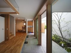 """""""Spring breeze house"""" courtyard to the outside entrance! House that captures light-Custom-built house case Japanese Modern House, Japanese Interior, Courtyard House Plans, Custom Built Homes, Deck, Inspired Homes, House Rooms, Modern Interior Design, Architecture Design"""