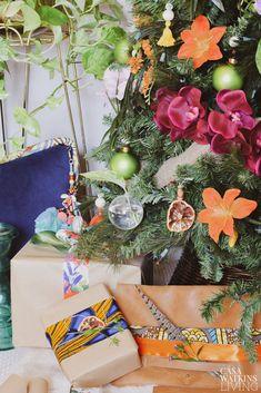 Tropical Bohemian Christmas Tree - Casa Watkins Living Tropical Christmas Trees, Bohemian Christmas, Modern Christmas Decor, Christmas Decorations, Rustic Winter Decor, Global Decor, Winter Table, After Christmas, Decor Crafts