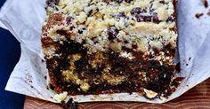 Avec le quatre-quarts marbré au crumble de noisettes, préparez une pâtisserie à la fois simple et étonnante!