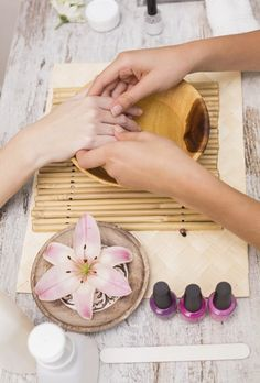 rest and relaxation inspiration for natural lifestyle,home made… Nail Salon Design, Home Nail Salon, Nail Salon Decor, Manicure Y Pedicure Spa, Nail Spa, Beauty Bar Salon, Spa Room Decor, Nail Station, Nail Room
