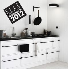 5 Small-Space Solutions from a Fabulous Swedish Prefab – Towel hanger diy Black Kitchens, Home Kitchens, Kitchen Black, Kitchen Interior, Kitchen Design, Modern Prefab Homes, Prefab Houses, Small Space Solutions, Closet Solutions