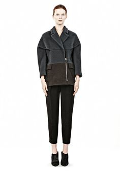 Fashion Fundamental Tip #7: Shoulder pads and full sleeves broaden Shoulder pads and full sleeves broaden. The D.I.Y. stylist formula to empower the style of your personal brand at: http://www.focusonstyle.com/style-workout/ #styleworkout #fashionfundamentals