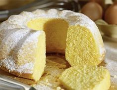 Ciambellone della nonna Who does not want a soft piece of Ciambellone grandmother, which tastes like tradition, accompanied by a large glass of milk? Cake Cookies, Cupcake Cakes, Cupcakes, Sweet Recipes, Cake Recipes, Osvaldo Gross, Sweet Bakery, Cakes And More, No Bake Cake