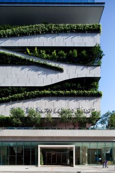 The architects from Aedas designed a building in Hog Kong which includes housing, offices, retail spaces and a car park. The facade is customized with suspended planters which purify the air and also have a greening effect on the neighborhood.: