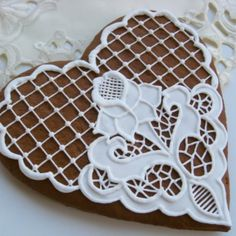Cookie decorating with royal icing. How to decorate Lace cookies with ro. Lace Cookies, Mother's Day Cookies, Cupcake Cookies, Chocolates, Cookie Icing, Royal Icing Cookies, Bolacha Cookies, Cookies Decorados, Desserts With Biscuits