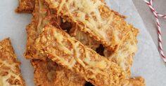 Hozzávalók (kb. 50 db-hoz):  30 dkg zabpehely  1 ek liszt  15 dkg vaj  15 dkg reszelt sajt  1,5 ek tejföl  5 dkg natúr ömlesztett sajt ...