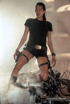 Badass TV and Movie Heroines - Strong Women in Pop Culture - Lara Croft, the saga of the tomb raider who makes Brad Pitt look like a soft pussy. Lara Croft Angelina Jolie, Tomb Raider Angelina Jolie, Angelina Jolie Body, Hackers Angelina Jolie, Angelina Jolie Birthday, Angelina Jolie Movies, Lara Croft Costume, Lara Croft Halloween Costume, Lara Croft Cosplay