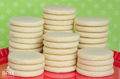 How to make perfect sugar cookies. This should be helpful if I ever make sugar cookies. If you are going to make something, might as well learn enough to try for the best. Rolled Sugar Cookies, Roll Cookies, Best Sugar Cookies, Sugar Cookies Recipe, Cookies Et Biscuits, Cookie Recipes, Cookie Tips, Summer Cookies, Baby Cookies