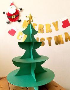 クリスマスツリー型の3段カップケーキスタンド