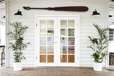 Front of House: Bencluna Byron Hinterland est 1893 in Byron Bay Hinterland French Living Rooms, Coastal Living Rooms, Weatherboard House, Queenslander House, Exterior Cladding, Exterior House Colors, Facade House, House Exteriors, House Front
