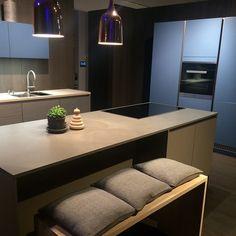 """| K J Ø K K E N | HTH VH7 støvblå i kombinasjon med grey harmoni⭐️⭐️"" Kitchen, Grey, Home Decor, Molde, Gray, Cooking, Decoration Home, Room Decor, Kitchens"