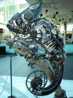 Amazing steampunk chameleon <-- anyone else thinking pascal from tangled? Chat Steampunk, Design Steampunk, Steampunk Kunst, Style Steampunk, Steampunk Gadgets, Victorian Steampunk, Steampunk Fashion, Steampunk Belt, Diesel Punk