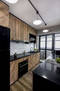 55 modern apartment interior ideas that grab everyone's attention 51 Modern Farmhouse Kitchens, Farmhouse Style Kitchen, Home Decor Kitchen, Rustic Kitchen, Kitchen Ideas, Kitchen Layout, Eclectic Kitchen, Small Kitchens, Kitchen Inspiration