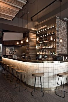 Working on a bar decor project? Find out the best lighting fixtures for your int. Working on a bar Bar Interior Design, Cafe Interior, Luxury Interior, Design Bar Restaurant, Luxury Bar, Café Bar, Coffee Shop Design, Cool Lighting, Luxury Lighting