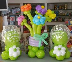 comunione centrotavola di palloncini insider e mazzo di fiori di palloncini