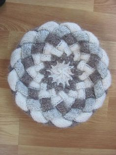 Ravelry: Project Gallery for Fourth Grade Hat pattern by Abby Franquemont - free knitting pattern