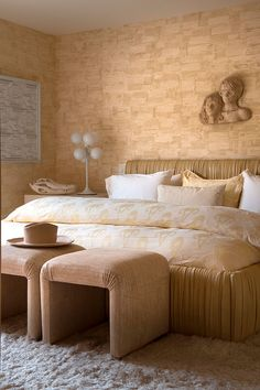What You Should Know About Elegant Beige Bedroom Decor and Why - decoruntold Modern Luxury Bedroom, Modern Bedroom Furniture, Modern Bedroom Design, Contemporary Bedroom, Luxurious Bedrooms, Luxury Bedrooms, Contemporary Kitchens, Kelly Wearstler, Home Bedroom