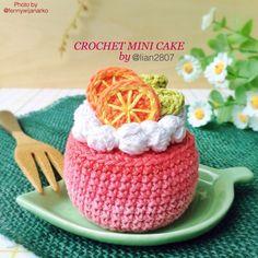 Crochet mini cake