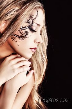 This is how you do a face tattoo UV Facial Tattoos, Bad Tattoos, Worst Tattoos, Tatoos, Cool Henna, Henna Art, Tribal Makeup, Indian Henna, Real Tattoo