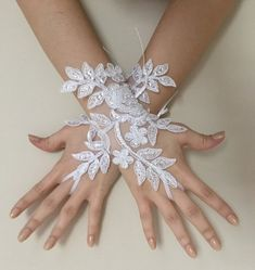 ❊ EXPRESS SHIPPING lace gloves wedding bridal gloves lace wedding gloves, lace glove, Bridal gift, gloves, glove, lace, handmade, pearl glove, Bride glove, White ❊ Wedding Lace Gloves - Bridal Gloves -------------------------------------------------------- These fabulous and unique lace gloves Bride Gloves, Wedding Gloves, Lace Gloves, Bridal Tiara, Bridal Lace, Bridal Headpieces, Wedding Lace, Wedding Decor, Lace Wedding Dress With Sleeves