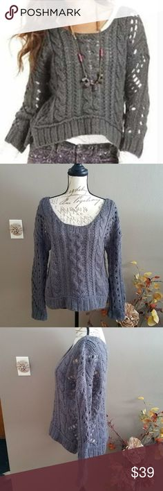 FREE PEOPLE Gray Oversized Chunky Knit Sweater S Beautiful knit sweater that will be great for transitioning into spring. Wide neck for an oversize fit. This measures about 21 inches pit to pit and about 23 long.  Thank you for looking and please check out my closet!  A26 Free People Sweaters Crew & Scoop Necks