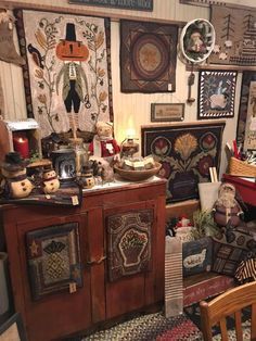 Paula Shultz added a new photo. Quilt Design, Quilting Designs, Rug Hooking Patterns, Hand Hooked Rugs, Wool Rugs, Penny Rugs, Traditional Rugs, Sewing Rooms, Wool Applique