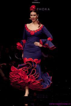 Fashion Line, Fashion Show, Spanish Costume, Flamenco Costume, Red Hat Society, Spanish Fashion, African Print Fashion, Red Hats, Ankara Styles