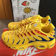 Nike Air Max Plus - Gas Or Pass - This colorway is way too dope - - Women Trends Kicks Shoes, Shoes Sneakers, Fly Shoes, Women's Shoes, Sneakers Fashion, Fashion Shoes, Streetwear, Baskets, Popular Sneakers