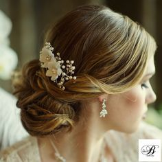 Vivian Pearl and Crystal Wedding Hair Comb - sale! - Affordable Elegance Bridal - # small Braids bangs Vivian Pearl and Crystal Wedding Hair Comb - sale! Floral Wedding Hair, Short Wedding Hair, Hair Comb Wedding, Wedding Hair Pieces, Bridal Comb, Bridal Updo, Bridal Hairpiece, Short Straight Hair, Wedding Hair Accessories