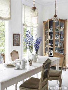 Breakfast room in an Antique-Filled Victorian House in Illinois. Owner -Designer Annie Brahler in House Beautiful magazine. Antique China Cabinets, Sweet Home, Dining Room Inspiration, Victorian Homes, Country Decor, Country Living, Country Chic, Dining Area, Dining Rooms