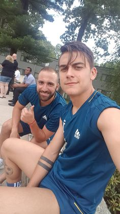 they're my smile - paulo dybala and gonzalo higuain Juventus Players, Juventus Fc, Soccer Guys, Football Players, Football Soccer, Juventus Italia, Alexandre Pato, Soccer Images, Cr7 Junior