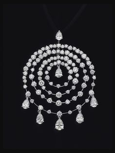 Diamond Necklaces : Van Cleef & Arpels 18K White Gold Petillante Diamond Pendant. 18K White Gold