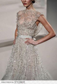 Elie Saab Haute Couture S/S 2011 This dress is my dream dress! Beautiful Gowns, Beautiful Outfits, Gorgeous Dress, Beautiful Beautiful, Absolutely Stunning, Beautiful Clothes, Traje Black Tie, Black And White Outfit, Elie Saab Haute Couture