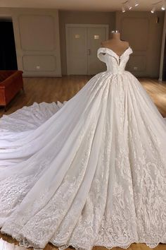 Applique Off-the-Shoulder Ballkleid Kapelle Zug Brautkleider – Wedding Gown Puffy Wedding Dresses, Wedding Dress Train, Princess Wedding Dresses, Modest Wedding Dresses, Cheap Wedding Dress, Bridal Dresses, Lace Wedding, Elegant Dresses, Prom Dresses