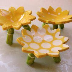 bright yellow daisy dish set for your home decor. $30.00, via Etsy.