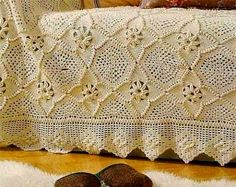 Are you looking for some beautiful crochet Bedspread? Watch this video and choose your favorite pattern from any of the free crochet patterns here. Plaid Au Crochet, Beau Crochet, Bonnet Crochet, Crochet Home, Crochet Yarn, Free Crochet, Crochet Afghans, Crochet Bedspread Pattern, Crochet Motifs