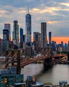 """Du Pont de Brooklyn, vue sur le nouveau """"One World trade center"""" de New York New York Photographie, Photographie Street Art, New York Wallpaper, City Wallpaper, Nyc Life, New York Life, New York Art, City Aesthetic, Travel Aesthetic"""