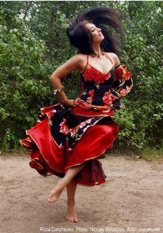 Romani Gypsy dance by Roza Danchenko