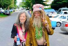 Too much Catholic church music caters to old hippies. Mode Hippie, Hippie Man, Hippie Life, Hippie Style, Old Love, San Salvador, Photo Couple, Couple Photos, Hilarious Pictures