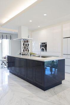 キッチンハウス/オーダーキッチン/オープンキッチン/アイランドキッチン/ゆとりある空間 /インテリア/デザイン/框/框扉 Kitchen Pantry, Kitchen Cabinets, Room, House, Future, Holiday, Home Decor, Interior Decorating, Bedroom