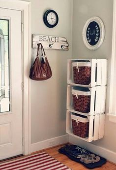 Cool DIY Ways To Decorate Your Entryway Crates and Baskets Entry Storage Shelf -Top 10 DIY Shelves Ideas!Crates and Baskets Entry Storage Shelf -Top 10 DIY Shelves Ideas! Family Room Walls, Room Wall Colors, Diy Casa, Ideas Geniales, Home And Deco, Storage Boxes, Toy Storage, Basket Storage, Extra Storage