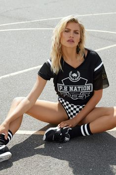 """E Nation Makes Its Debut With 2016 Spring/Summer """"In Training"""" Collection: Urban activewear with a touch of retro and a twist of tomboy. Sporty Outfits, Sporty Style, Trend Sport, Athleisure Trend, Sports Luxe, All Black Outfit, Sport Chic, Poses, Ripped Skinny Jeans"""