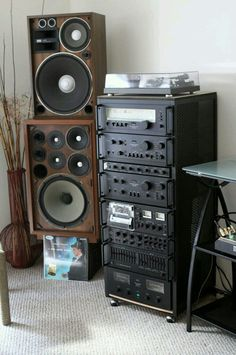 This Photo was uploaded by Audiophile Speakers, Hifi Audio, Stereo Speakers, Home Music Rooms, Music Studio Room, Hi Fi System, Audio System, Bose Home Theater, Radios