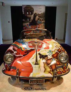 米ニューヨークで展示されたロック歌手ジャニス・ジョプリンの愛車。鮮やかな色彩が施されたサイケデリックなポルシェは10日…