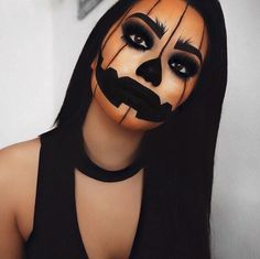 These Halloween Makeup ideas are the best! You have to take a look at these easy Halloween makeup ideas b These Halloween Makeup ideas are the best! You have to take a look at these easy Halloween makeup ideas because they are pretty scary! Maquillage Halloween Vampire, Creepy Halloween Makeup, Halloween Eyes, Halloween Makeup Looks, Halloween 2018, Halloween Pumpkin Makeup, Pumpkin Costume, Halloween Make Up Scary, Gothic Halloween Costumes