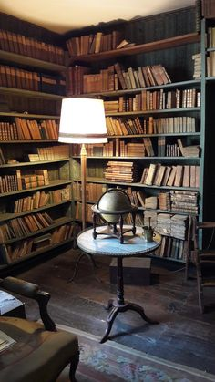 Stunning 200 Year Old Library Discovered For The First Time Library Study Room, Library Bedroom, Dream Library, Beautiful Library, Interior Architecture, Interior Design, Vintage Library, Home Libraries, Bedroom Vintage