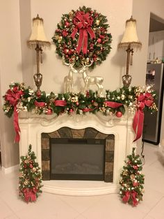 Simple Christmas, Christmas Home, Christmas Holidays, Christmas Crafts, Red And Gold Christmas Tree, Homemade Christmas, Outdoor Christmas, Cheap Christmas, Christmas Ideas